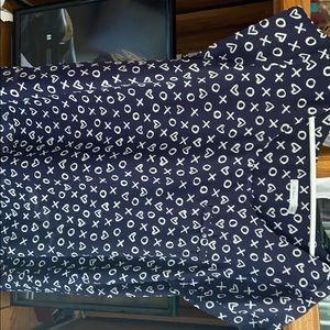 Beautiful Reitmans Navy blue blouse w/hearts/xo